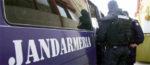 Trei jandarmi si o politistã, acuzati de purtare abuzivã