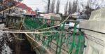 Podul de piatrã (încã nu) s-a dãrâmat, a venit... traficul greu si l-a mãcinat!